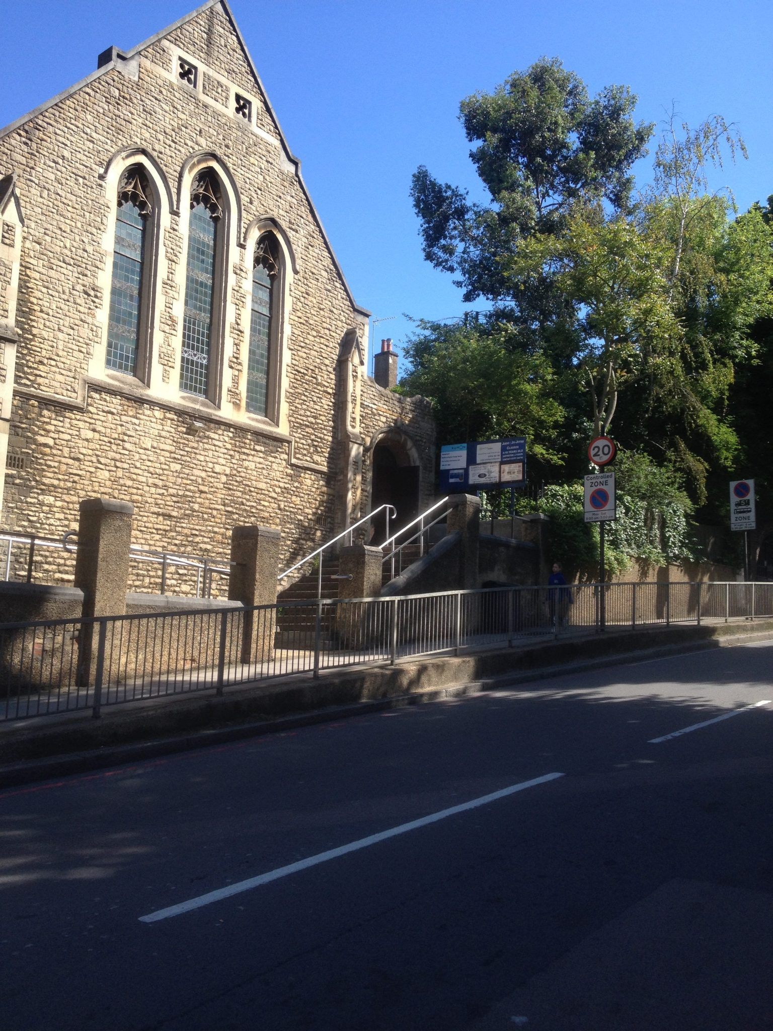 St Andrews, Frognal Lane